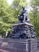 Памятник Крылову в Санкт-Петербурге